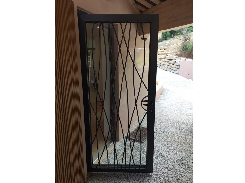 installation de portes de garage la seyne sur mer et six fours. Black Bedroom Furniture Sets. Home Design Ideas